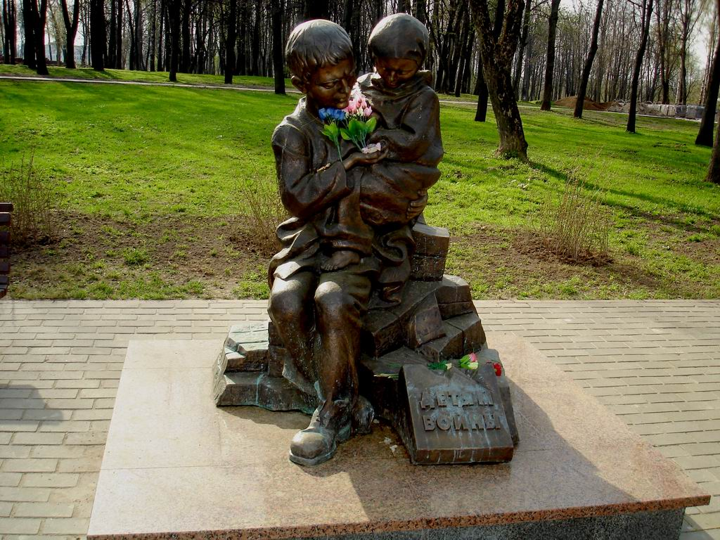 "Memorial sign ""To Children of War"": the pain impossible to forget."
